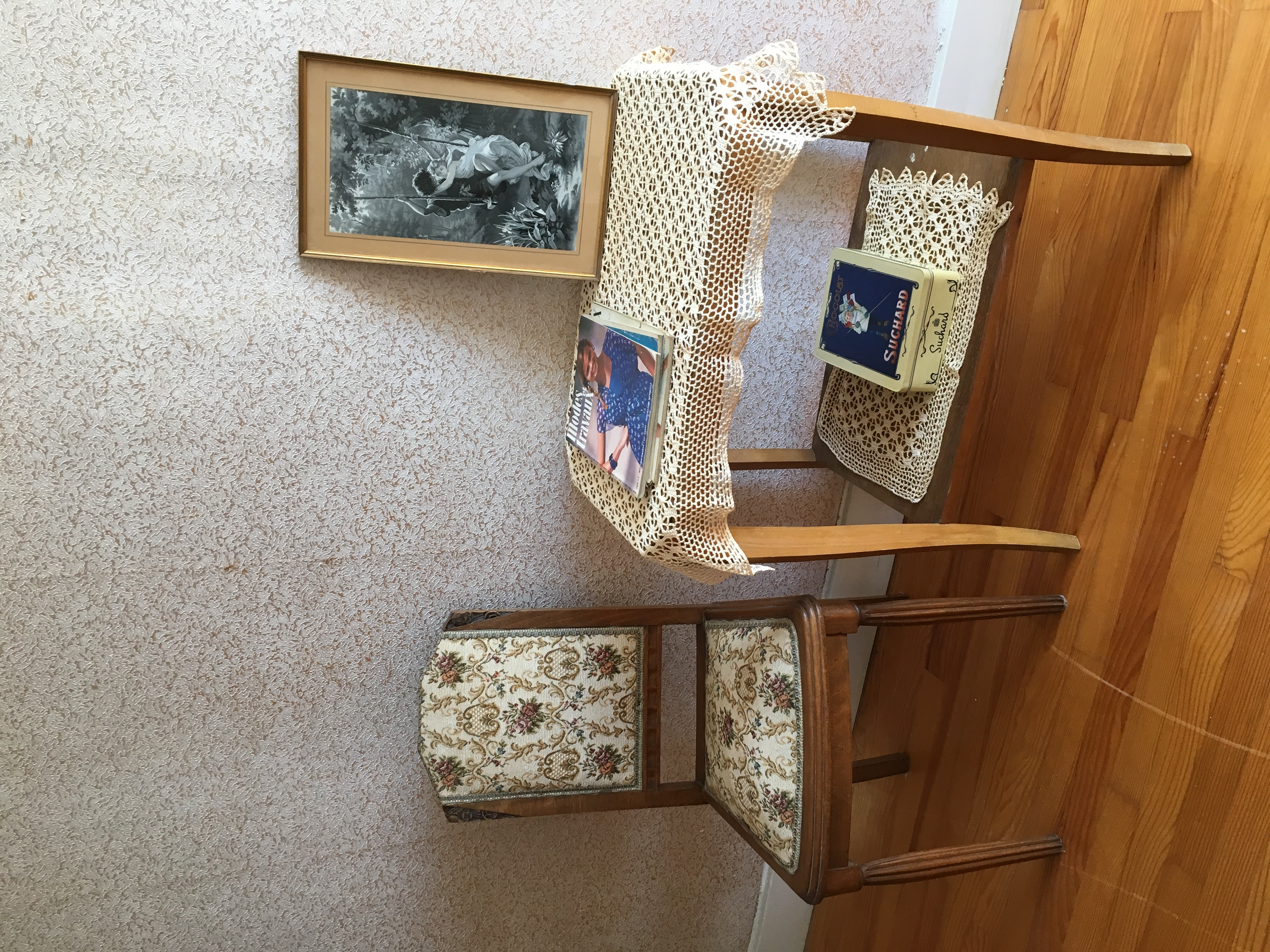 Detalj från tredje uthyrningsrummet. Modetidningarna är från 70-talet.