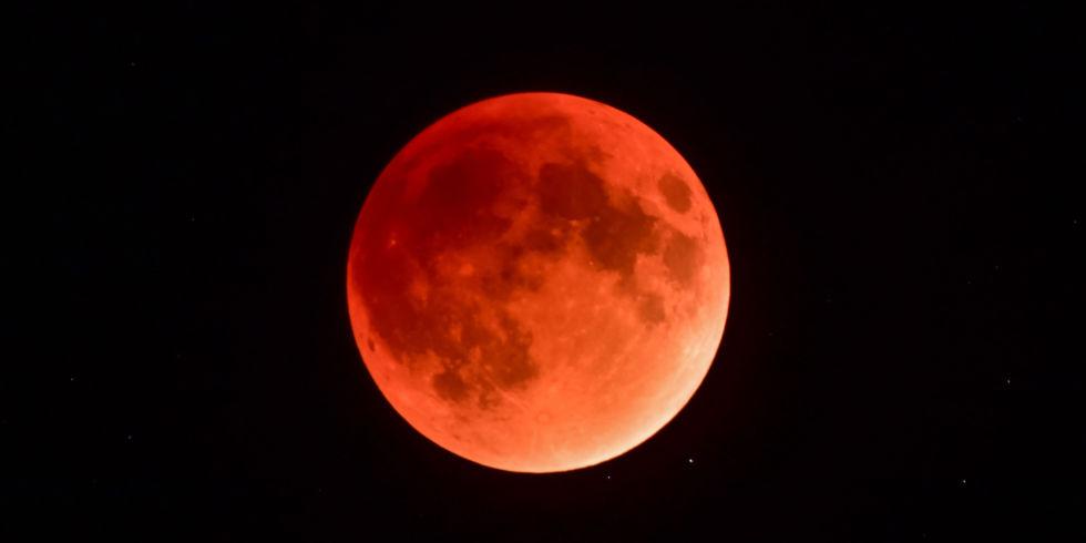 Veckans kundaliniyoga: Stärk dig med superblueblood-månens energi