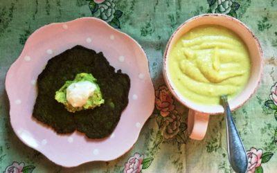 Len bönsoppa och gröna pannkakor med avokadogojs.