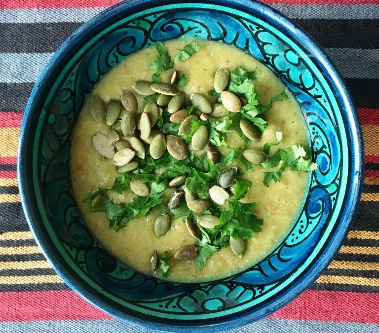 Recept: Mumsig majssoppa med potatis och heta kryddor