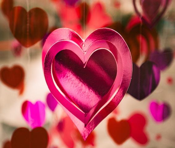 Ayurvediska erbjudanden med kärlek