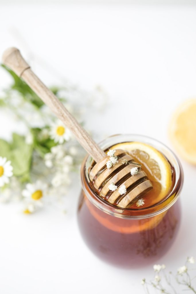 Honung bland det mest näringsrika du kan boosta dig själv med, du kan använda den både i och på kroppen.